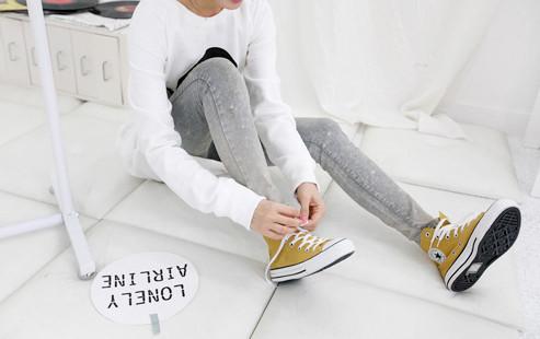 帆布鞋主题图片 喜欢帆布鞋的孩子看过来