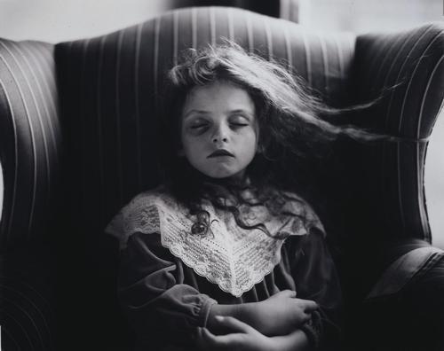恐怖可怕的超个性图片分享:执着又能怎样,我还是没办法幸福